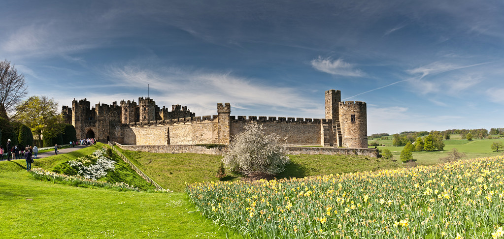 IMAGE: http://harm.smugmug.com/Panoramic/Panoramic-Multi-Files/i-S7hxWnv/0/XL/Alnwick-Castle-Scaled-XL.jpg