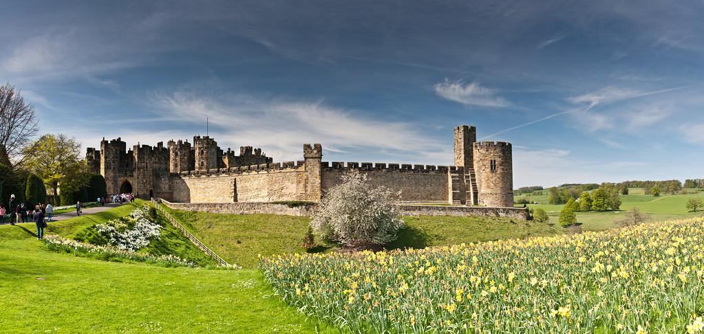 IMAGE: http://harm.smugmug.com/Panoramic/Panoramic-Multi-Files/i-S7hxWnv/0/XL/Alnwick-Castle-Scaled-XL.jpg